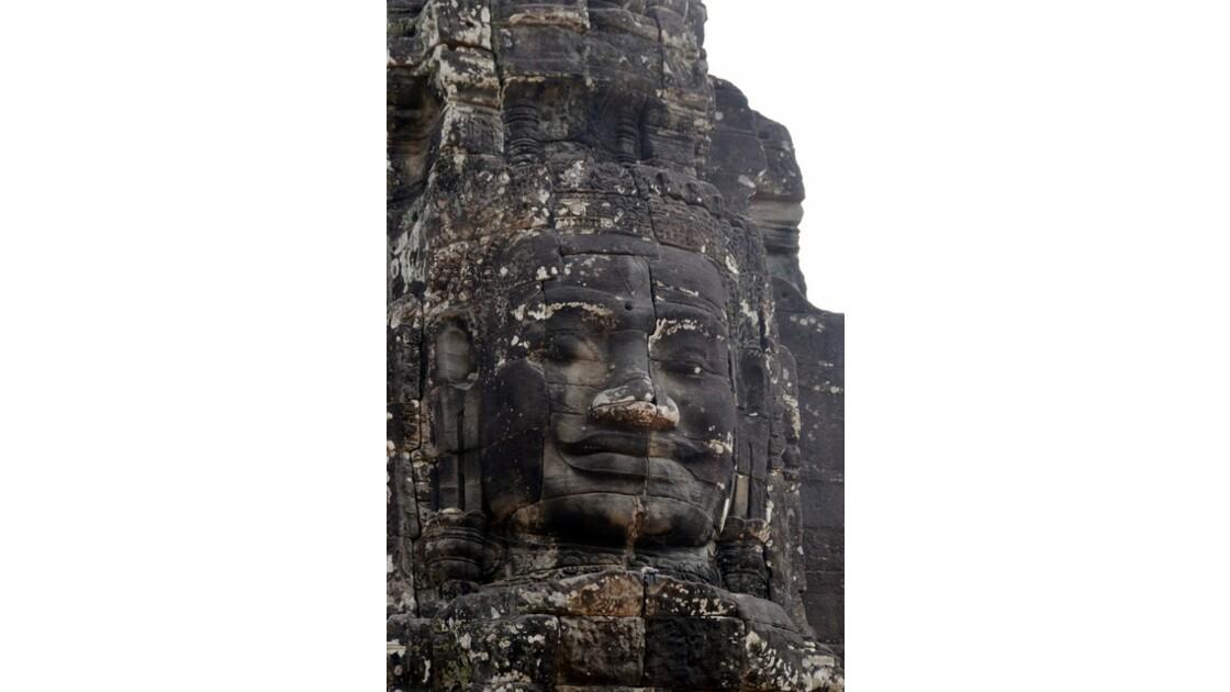 Visage de Bouddha gigantesque