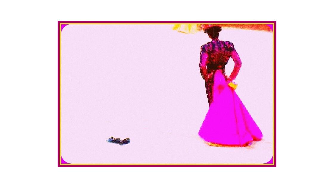 costume et cape rose