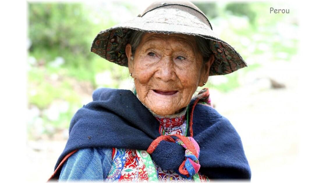 Vieille femme péruvienne