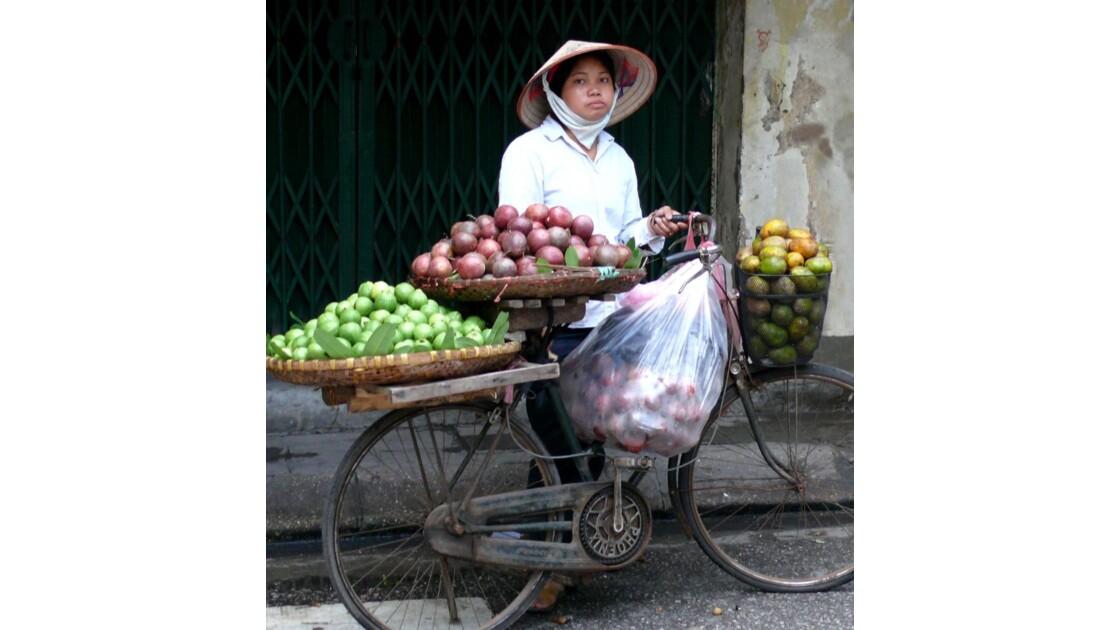 Marchande de rue à Hanoï