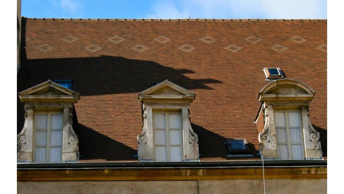 Place St Michel:Toit à frise losangée