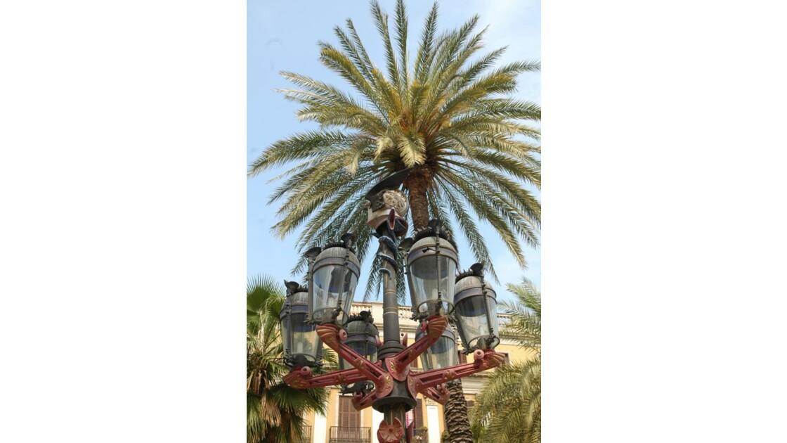 réverbère dessiné par Gaudi