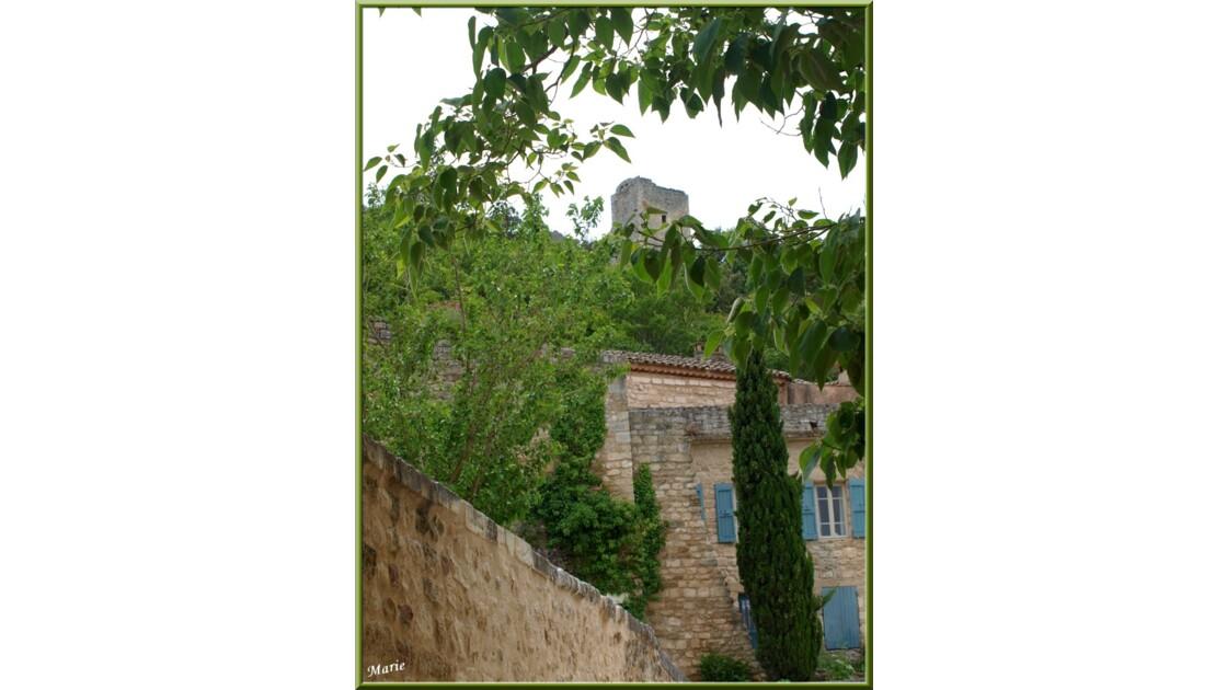 Ruelle en contrebas du château_P6089307