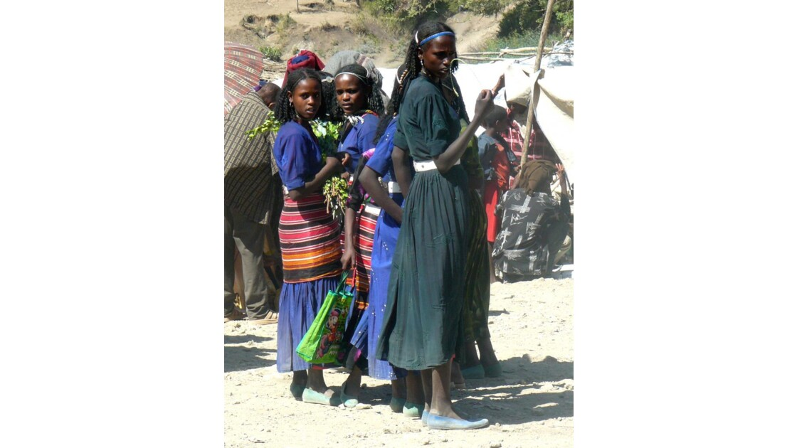 Jeunes filles au marché d'Ataya