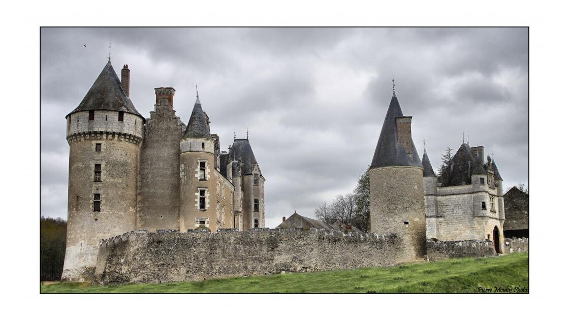 Chateau_de_Montpoupon.