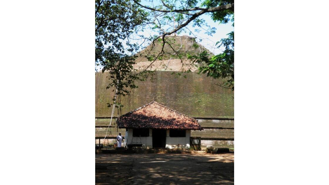 Yudaganawa - Grand stupe et petit temple