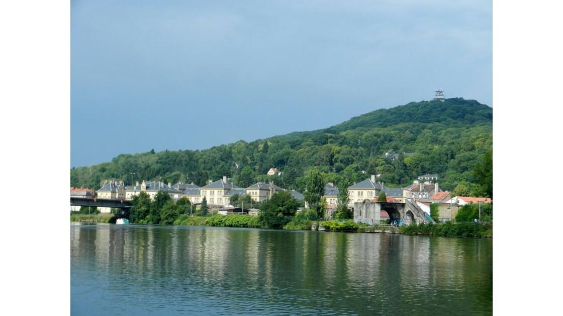 Ban St Martin et Mont St Quentin.JPG