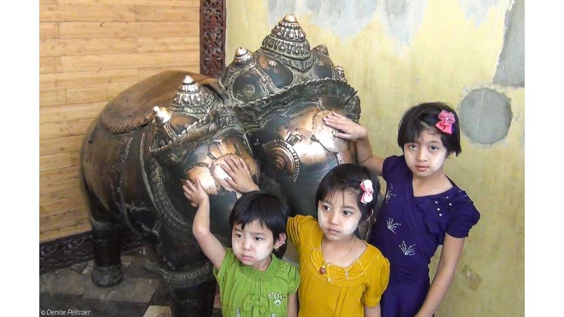 Les enfants et les bronzes