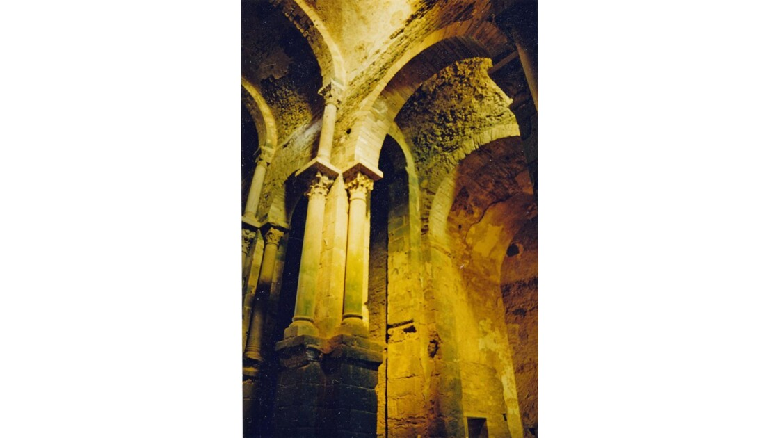 Dans l'église de San Pere de Rodes