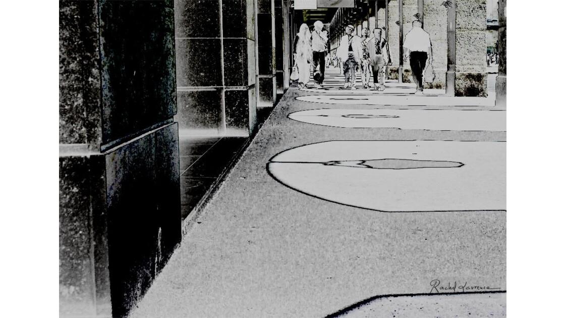 Paris, la rue de Rivoli et ses fantômes