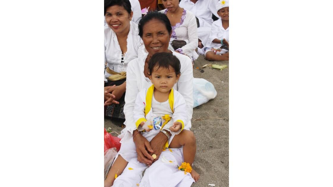 Enfants__Aux_Ceremonies_Bali_2011_00032