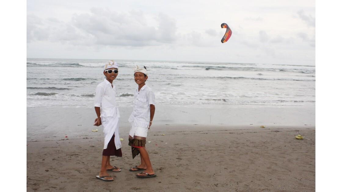 Enfants__Aux_Ceremonies_Bali_2011_00035