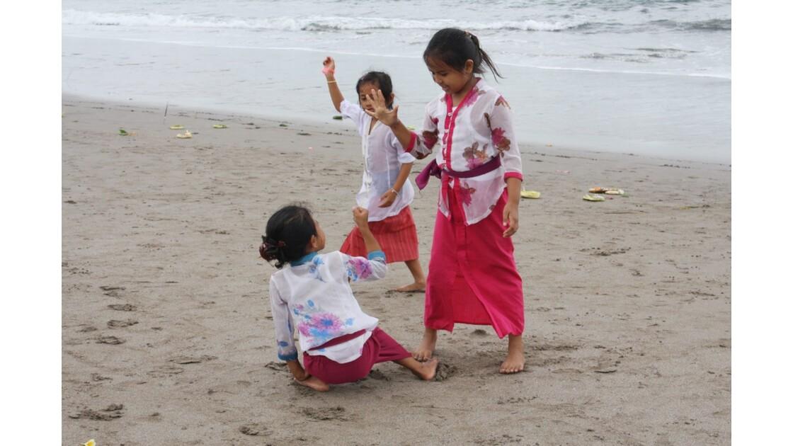 Enfants__Aux_Ceremonies_Bali_2011_00039