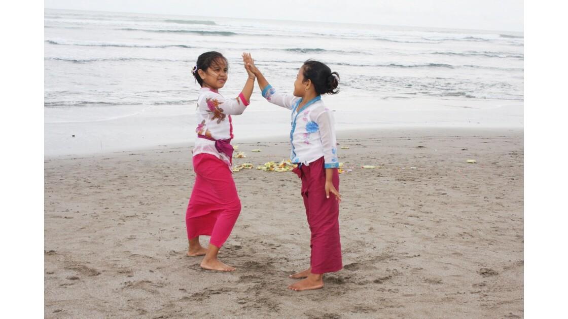Enfants__Aux_Ceremonies_Bali_2011_00040