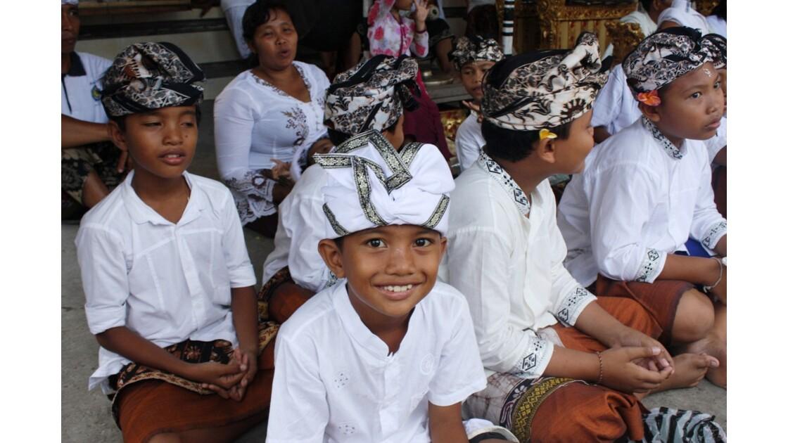 Enfants__Aux_Ceremonies_Bali_2011_00056