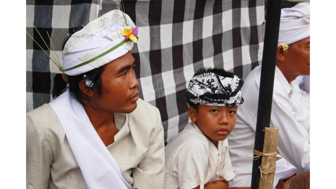 Enfants__Aux_Ceremonies_Bali_2011_00057