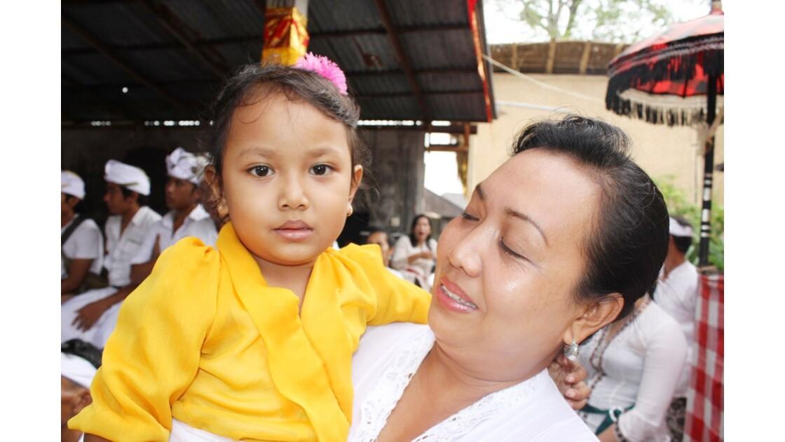 Enfants__Aux_Ceremonies_Bali_2011_00059