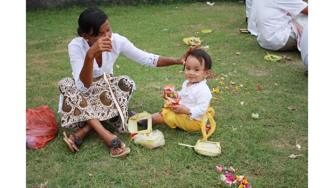 Enfants__Aux_Ceremonies_Bali_2011_00051