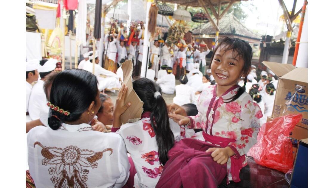 Enfants__Aux_Ceremonies_Bali_2011_00062