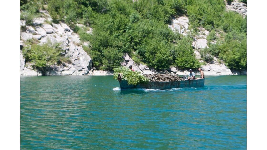 Transport de marchandise sur le lac