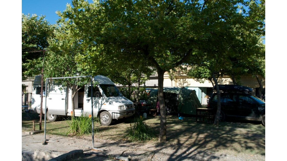 Camping au pied du barrage Komani