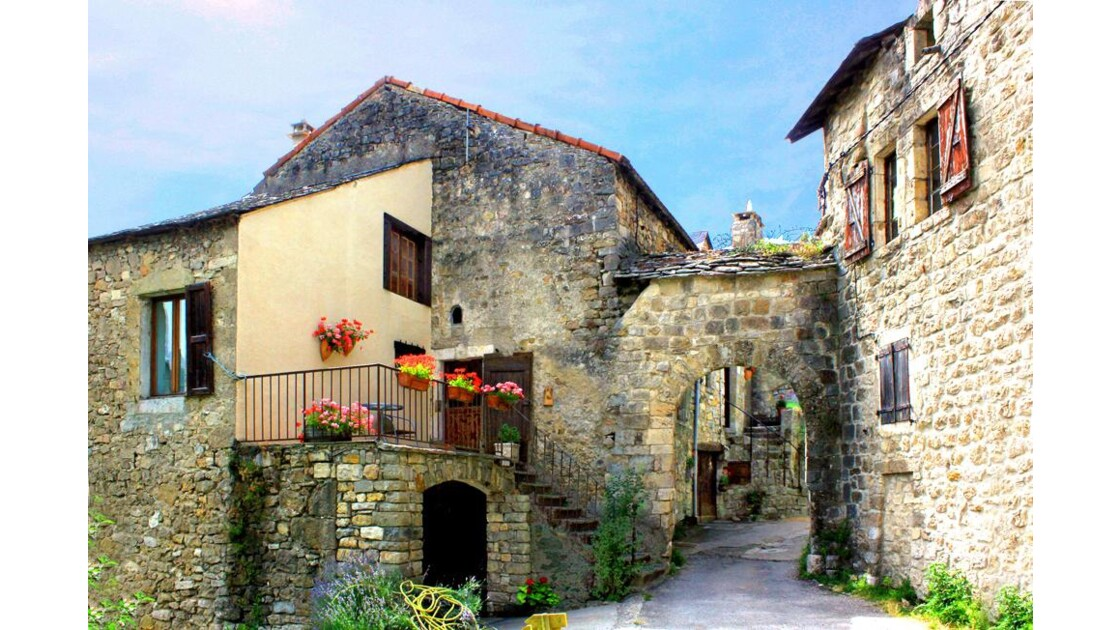 23_Cantobre.la porte di village