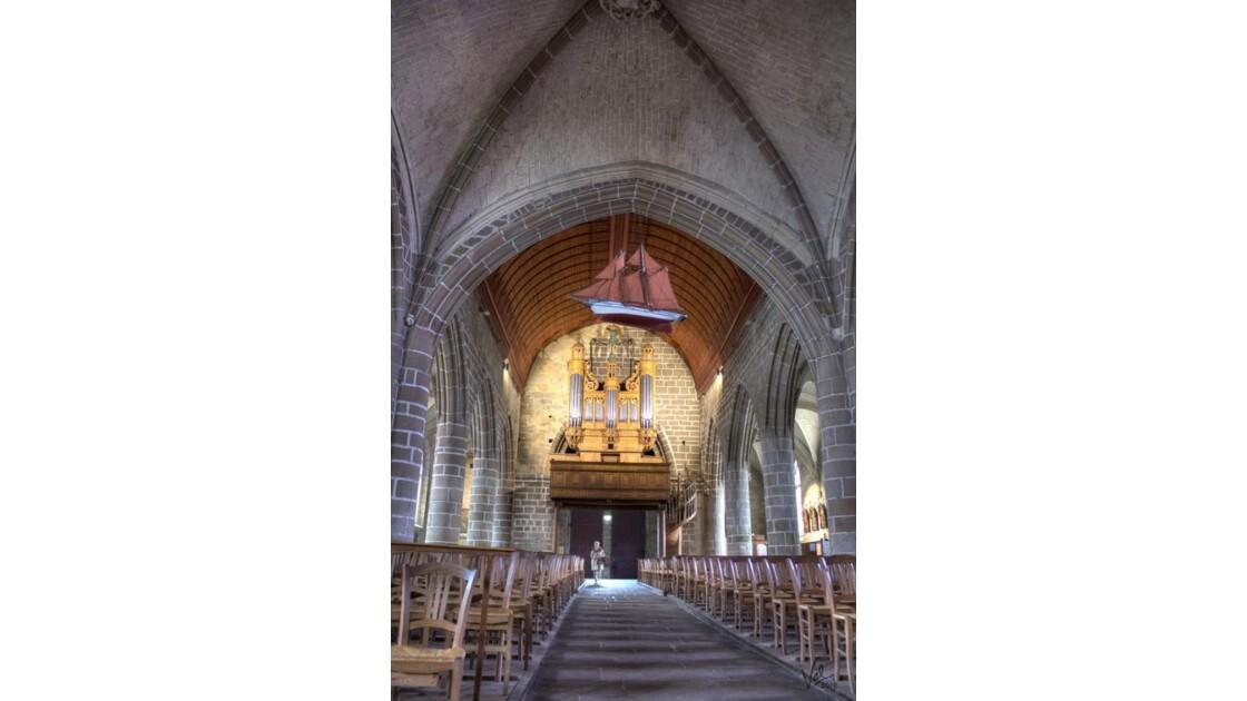 Église de St Guénolé.jpg