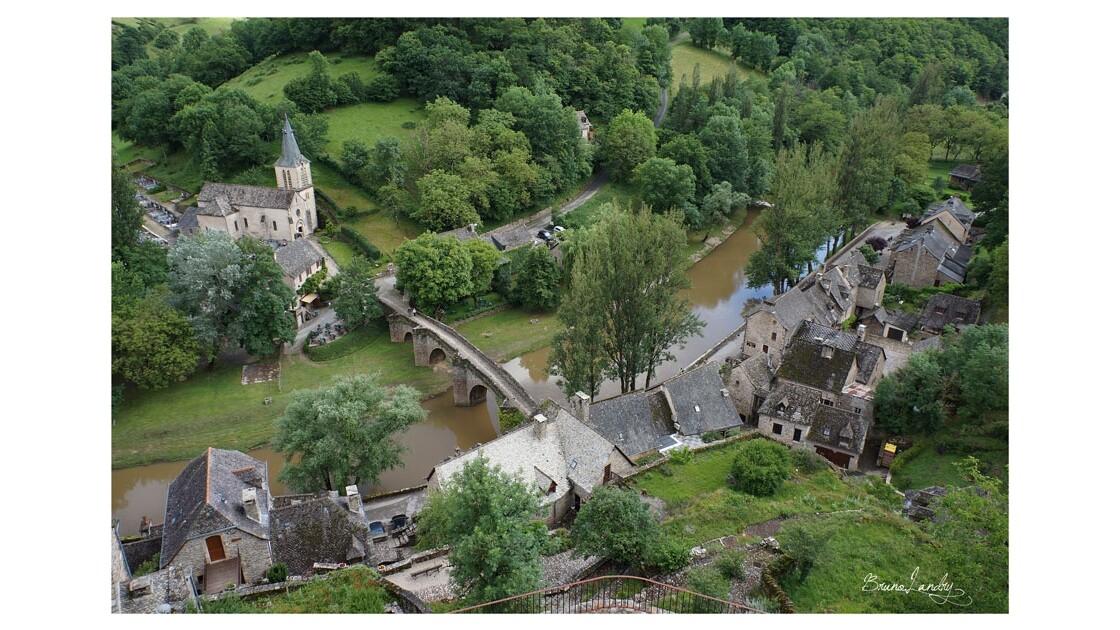 Vue du château sur le village