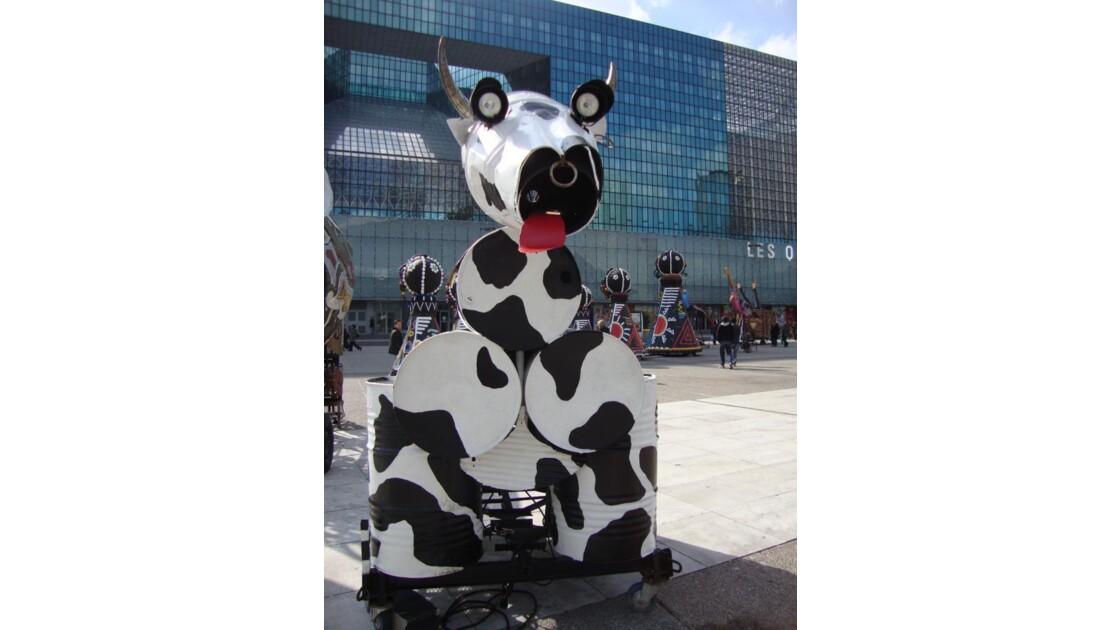 Vache-bidon à La Défense