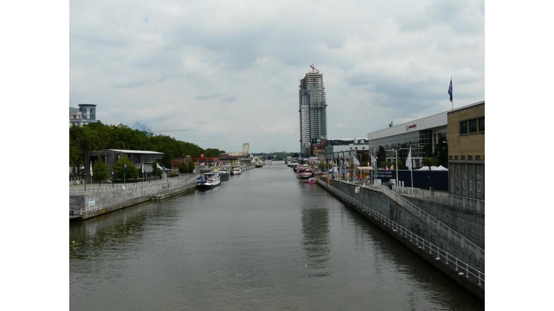 VUE SUR LE CANAL