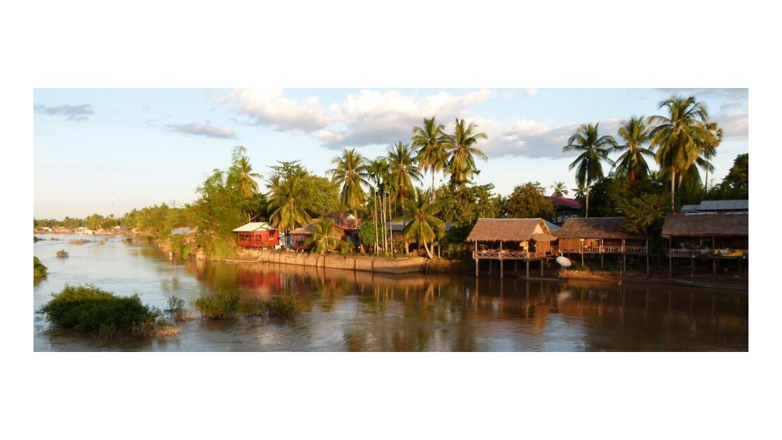 Laos__Ile_de_Don_Khone__region_des_4000
