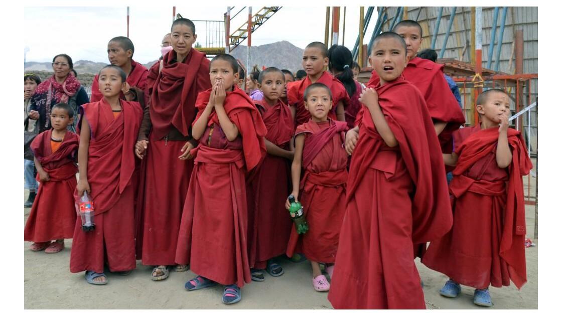 Groupe de jeunes moines à Leh (Ladakh)