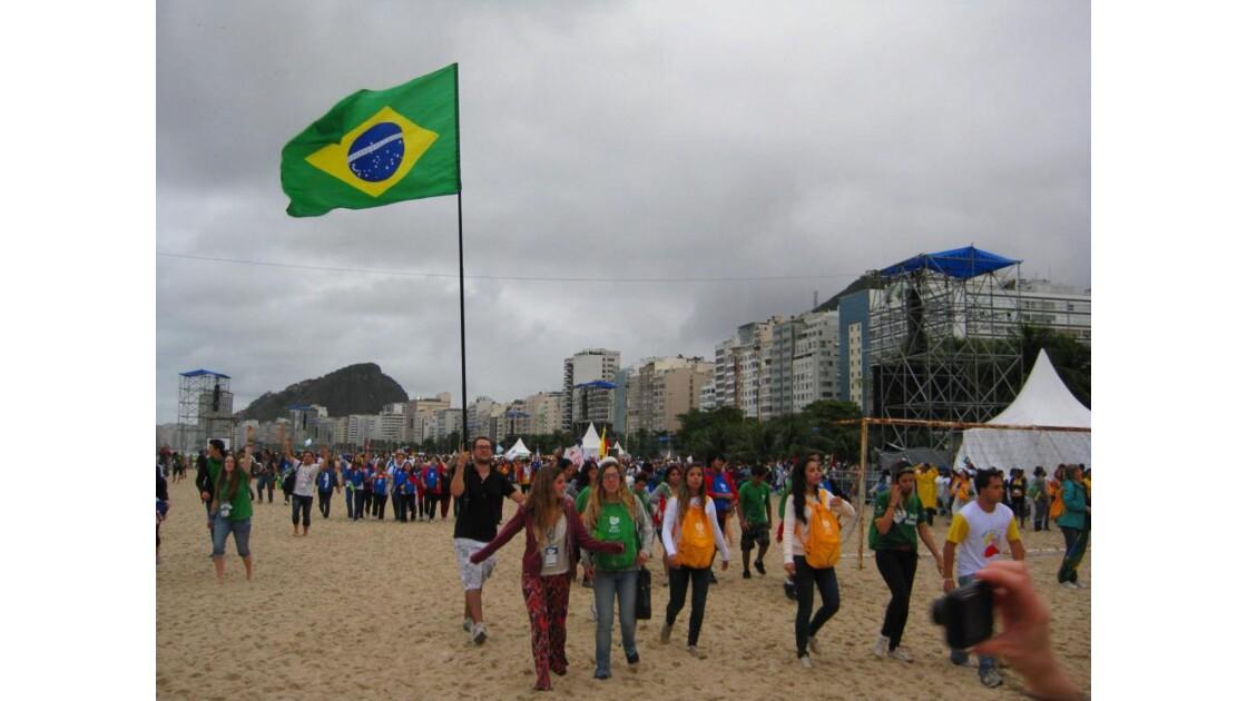 Les brésiliens retrouvent leur plage
