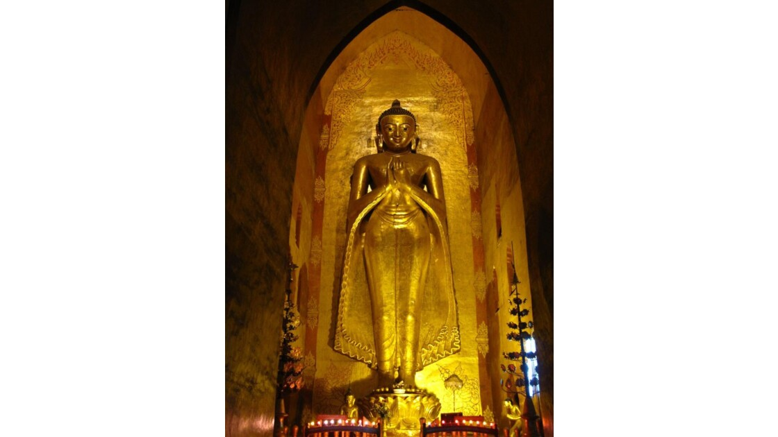 Bagan - Bouddha du temple de l'Ananda