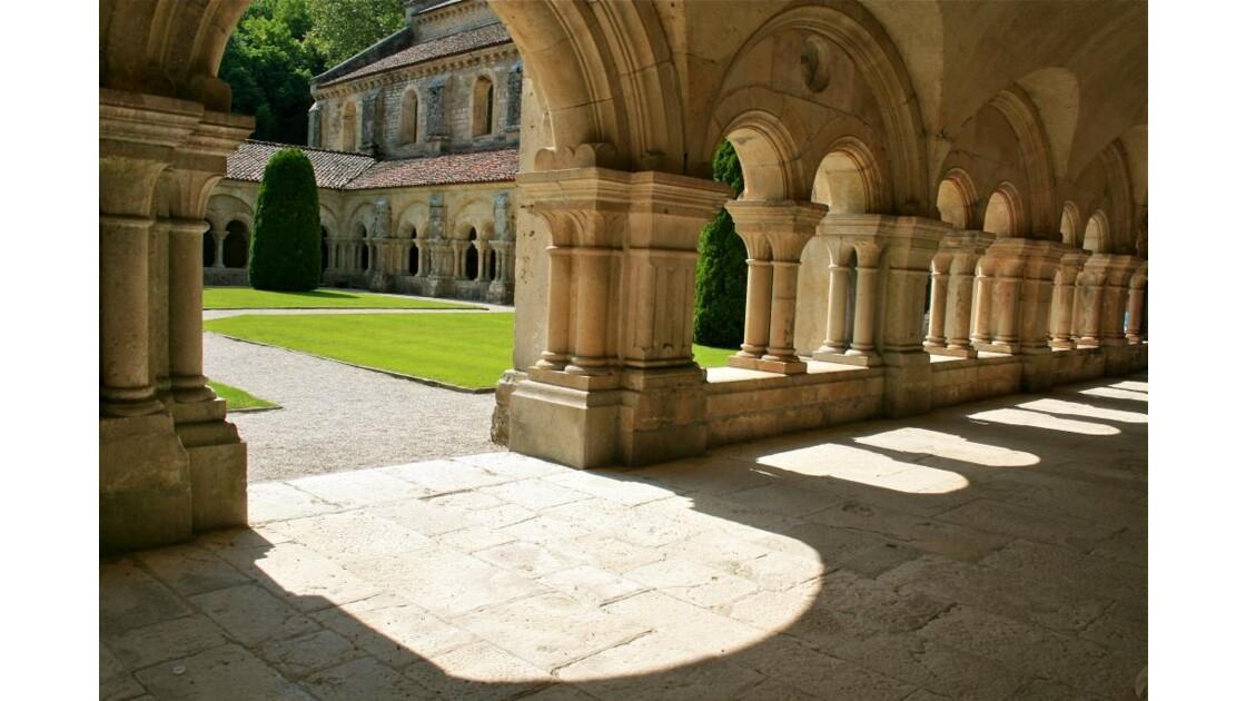 Fontenay; galerie Est du cloître