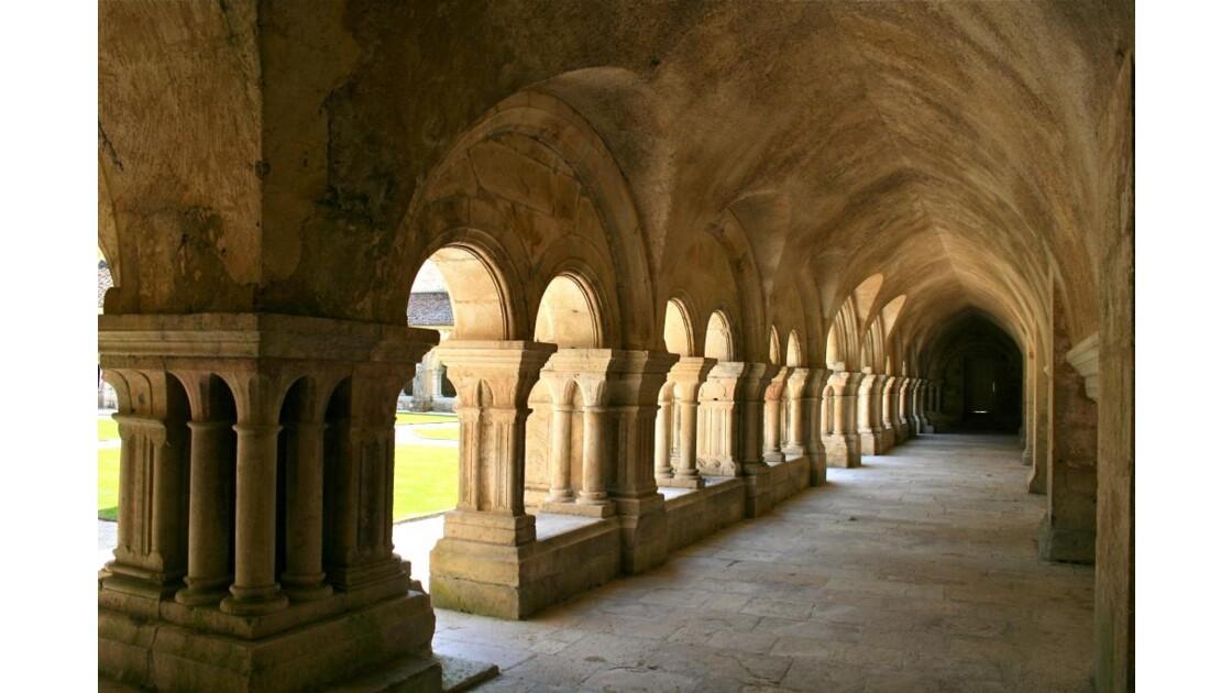 Fontenay: galerie Nord du cloître