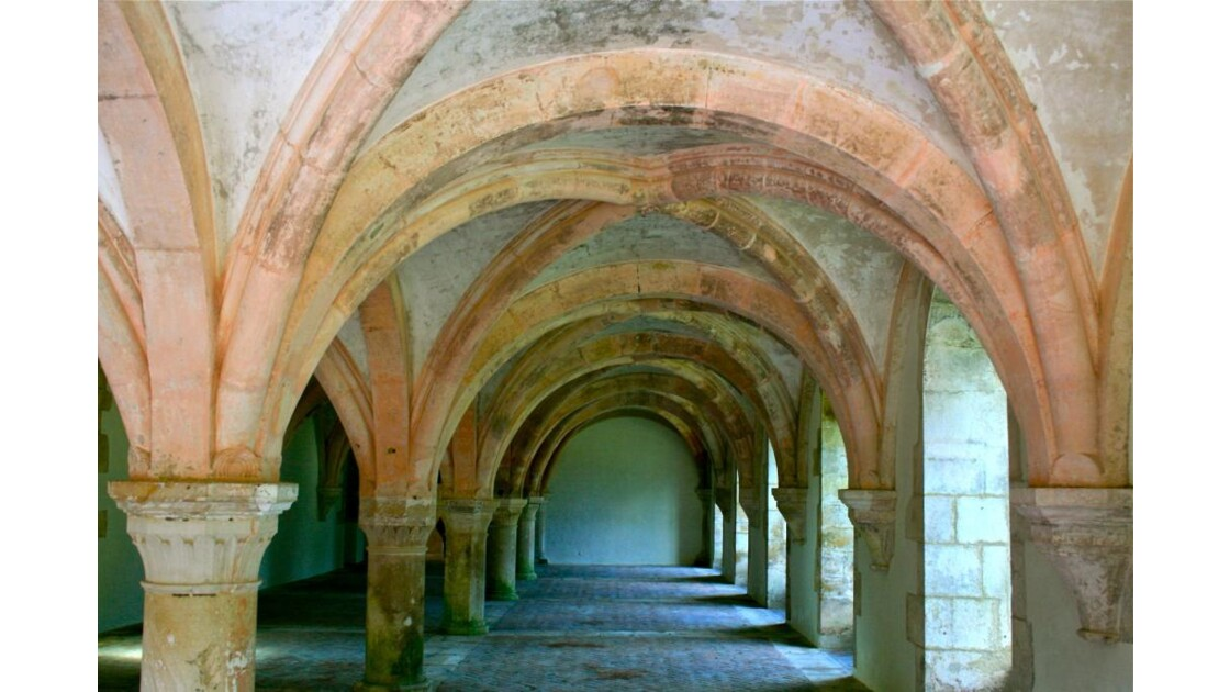 Abbaye de Fontenay: la salle des moines
