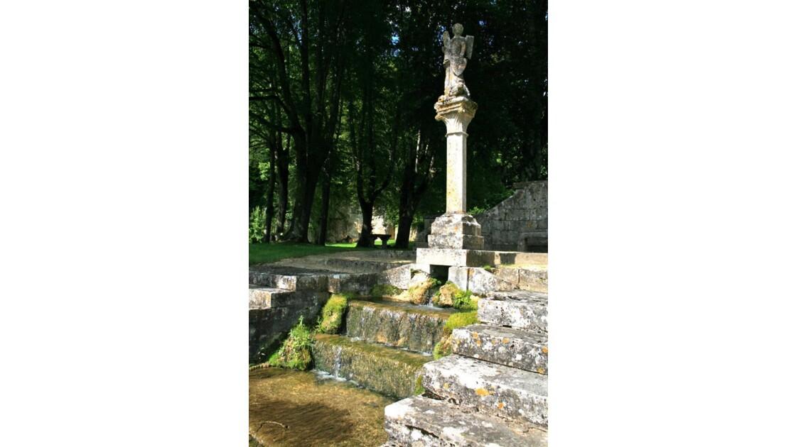 Fontenay: une fontaine du jardin