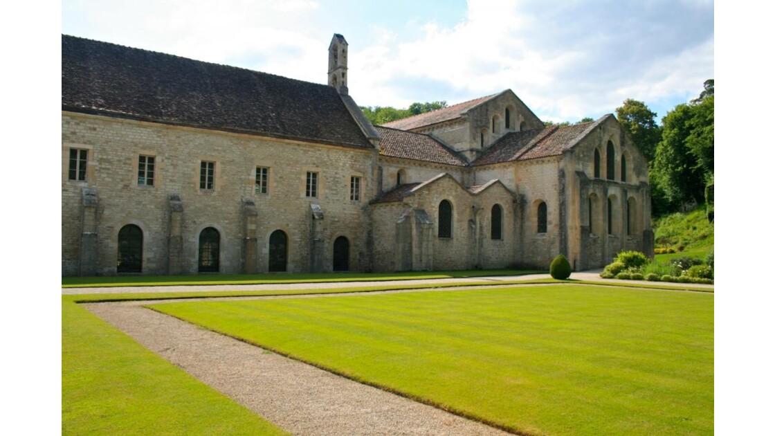 Abbaye de Fontenay vue côté jardin