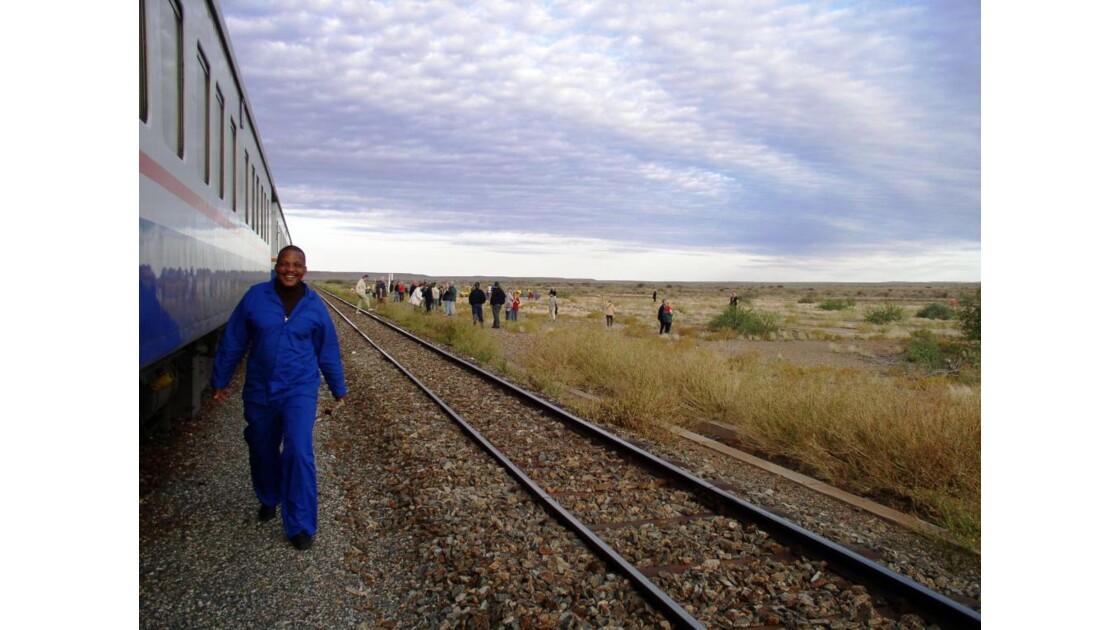 arrêt de train dans le désert