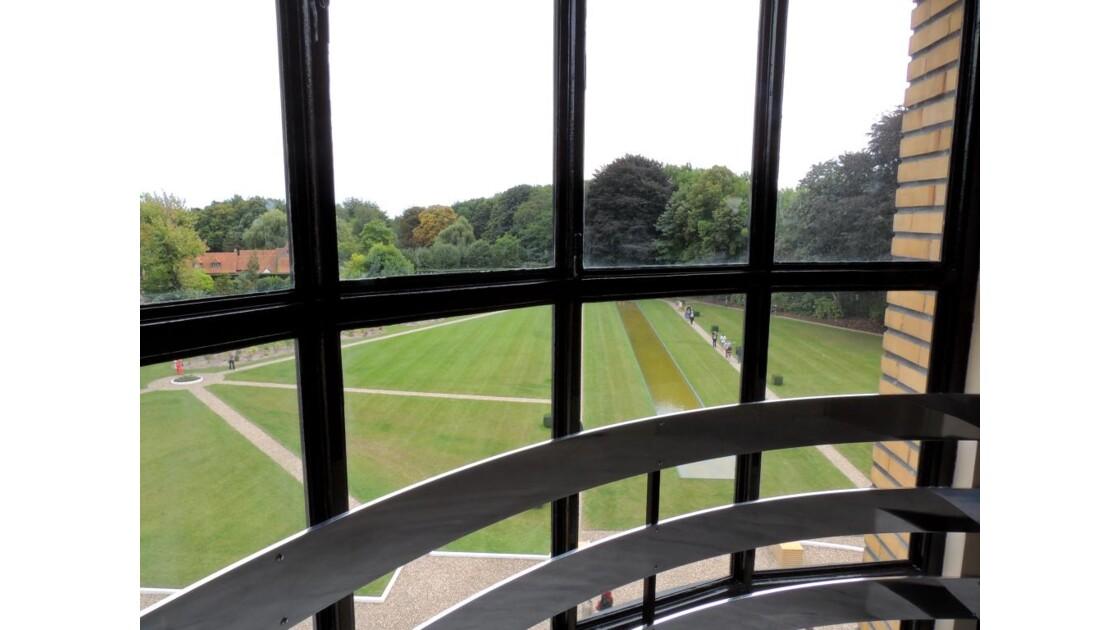 un fenêtre de la villa Cavrois