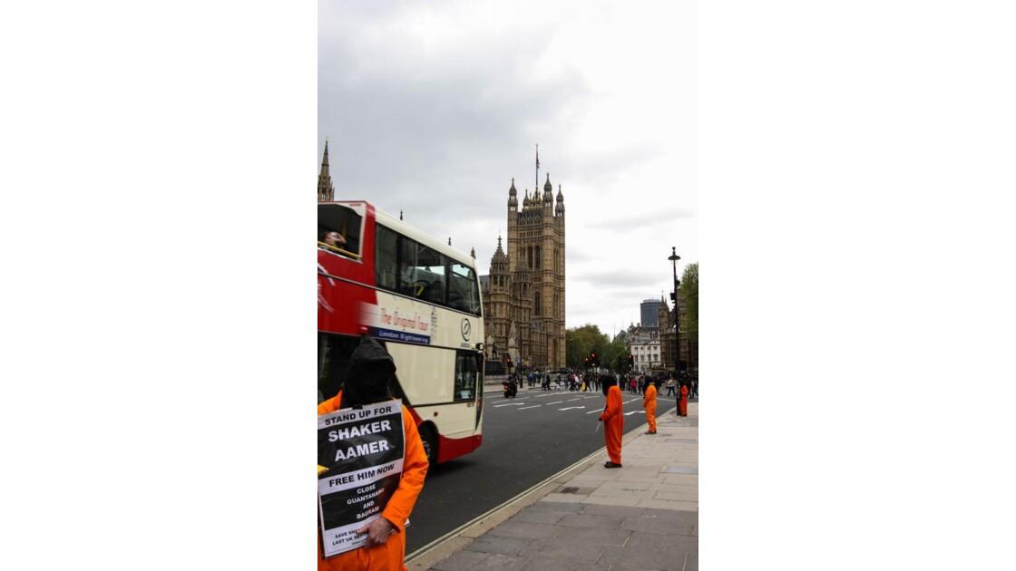 manif...devant le parlement....