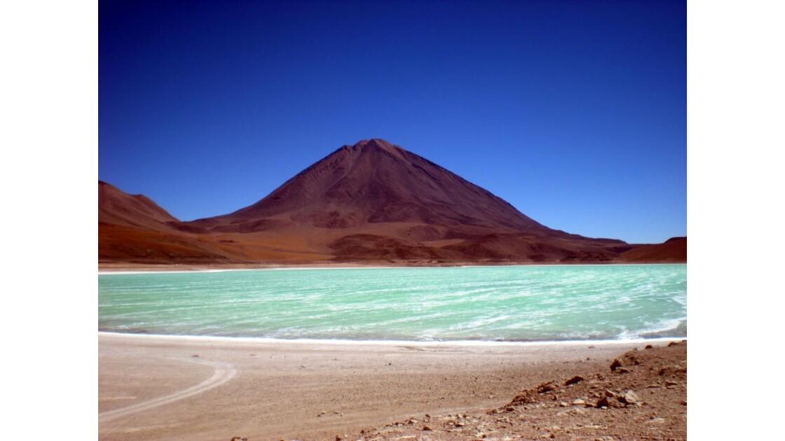 Laguna Verde devant le volcan Licancabur