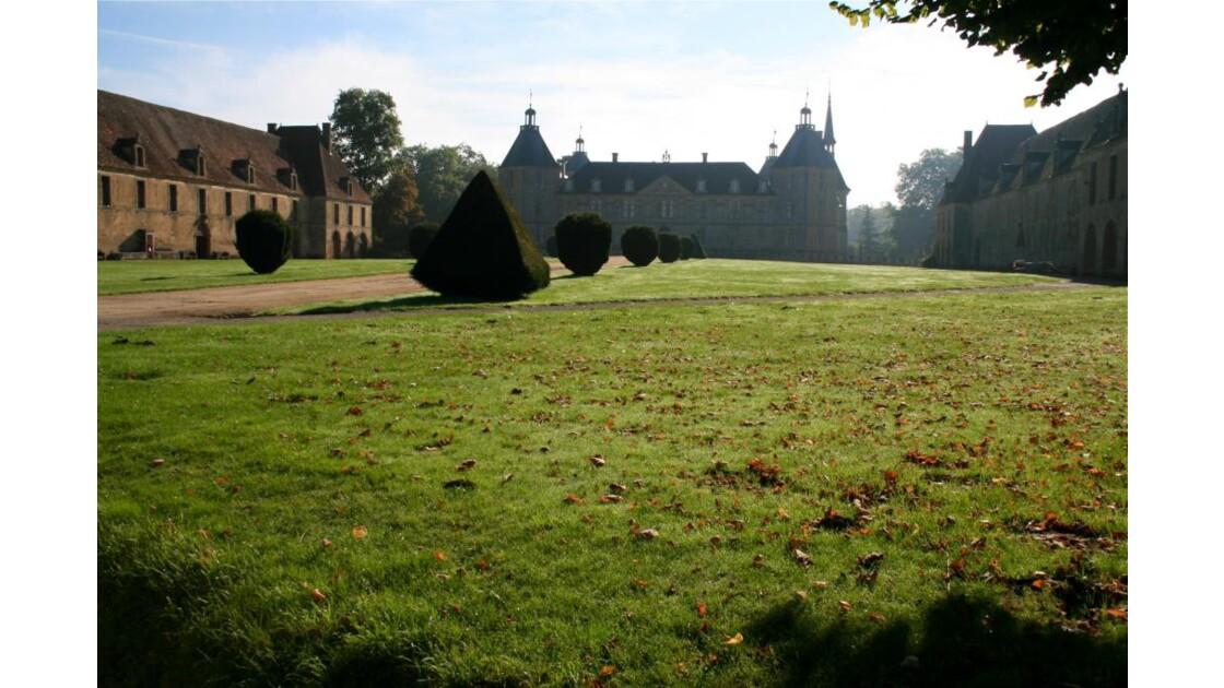 Château de Sully dans la brume matinale