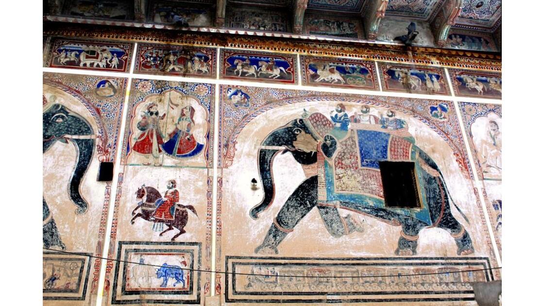 fresque de façade de cour interieure