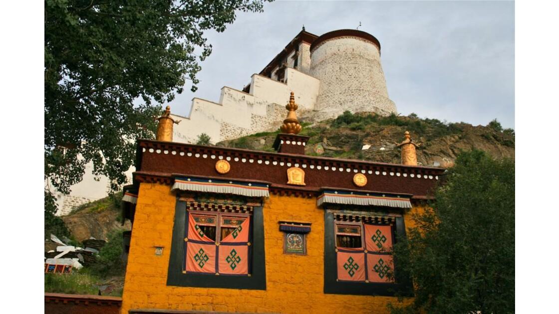 Potala:murailles et bâtiments religieux