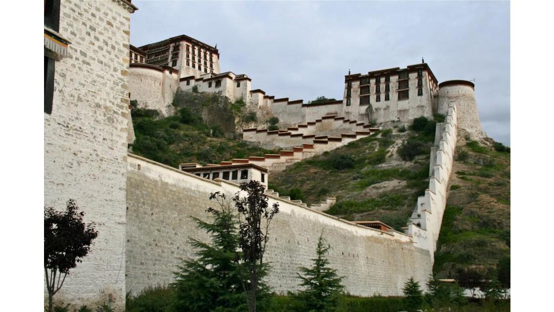 Potala: remparts du palais-forteresse