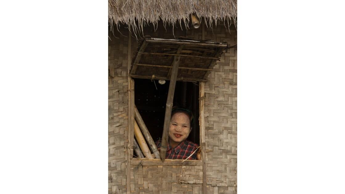 Jeune femme  au thanaka