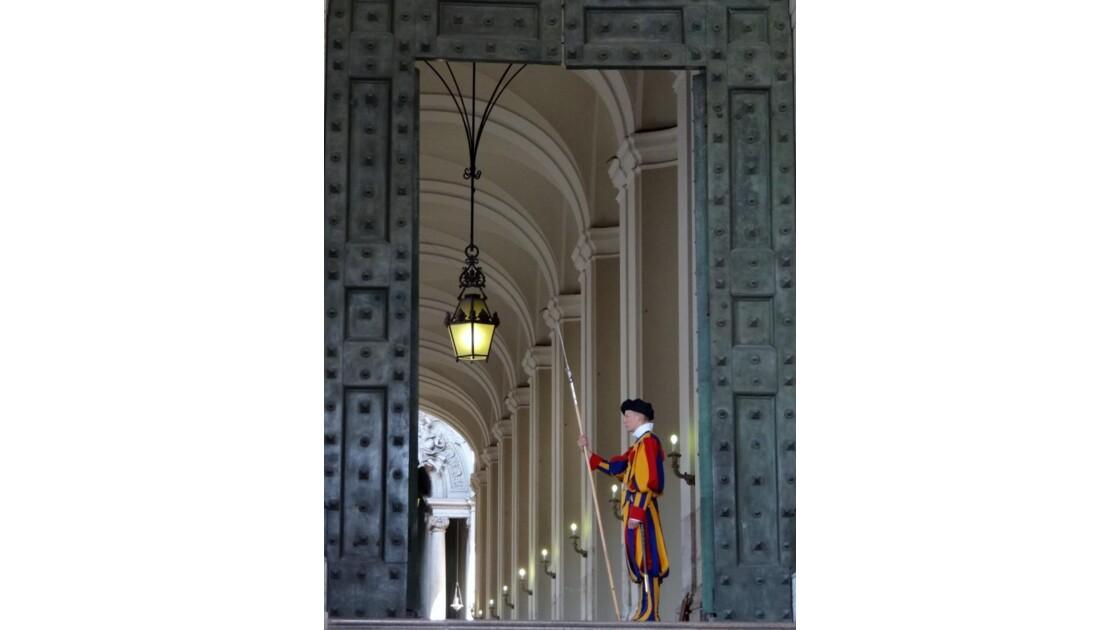 Vatican, petit suisse....JPG