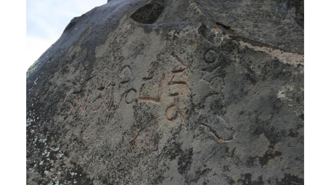 gravures rupestres tibétaines